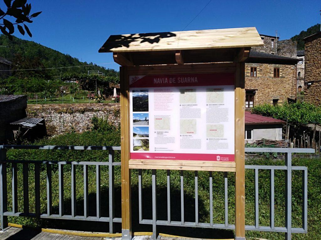 Cartel madera rutas en Navia.